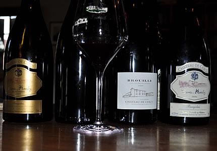Chateau de Cercy mit Chardonnay, Cuvee Marly, Brouilly und Moulin-a-VentChateau de Cercy mit Chardonnay, Cuvee Marly, Brouilly und Moulin-a-Vent