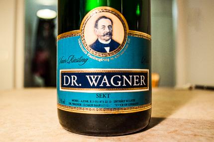 Dr. Wagner Saar-Riesling Brut – traditionelle Flaschengärung im altklassischen Stil bei der Weinrallye