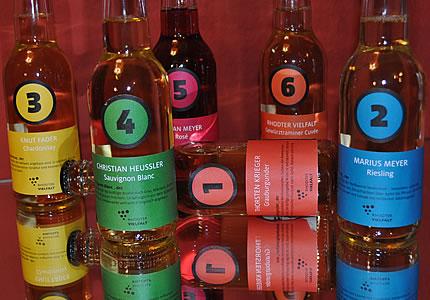 Das Wein-Sixpack der fünf Jungs aus Rhodt