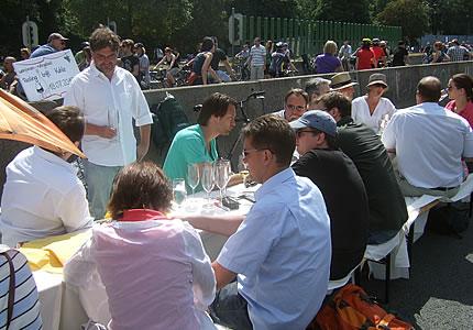Ruhr 2010: Riesling trinken auf der Autobahn